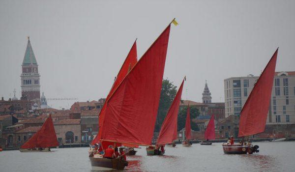 A Venezia le vele di Red Regatta, performance Melissa McGill
