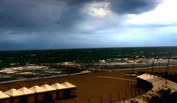 Cadavere in mare davanti al Lido di Venezia, probabile malore