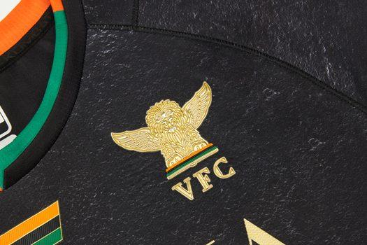 Calcio: Venezia, l'oro di San Marco nella maglia home 21/22