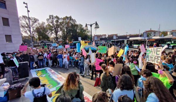 Clima:centinaia studenti a Venezia, andiamo davanti a Comune
